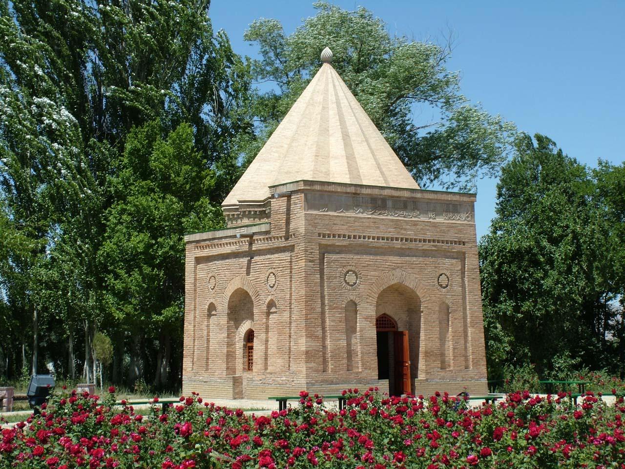 Babadzha-khatun-mavzolej